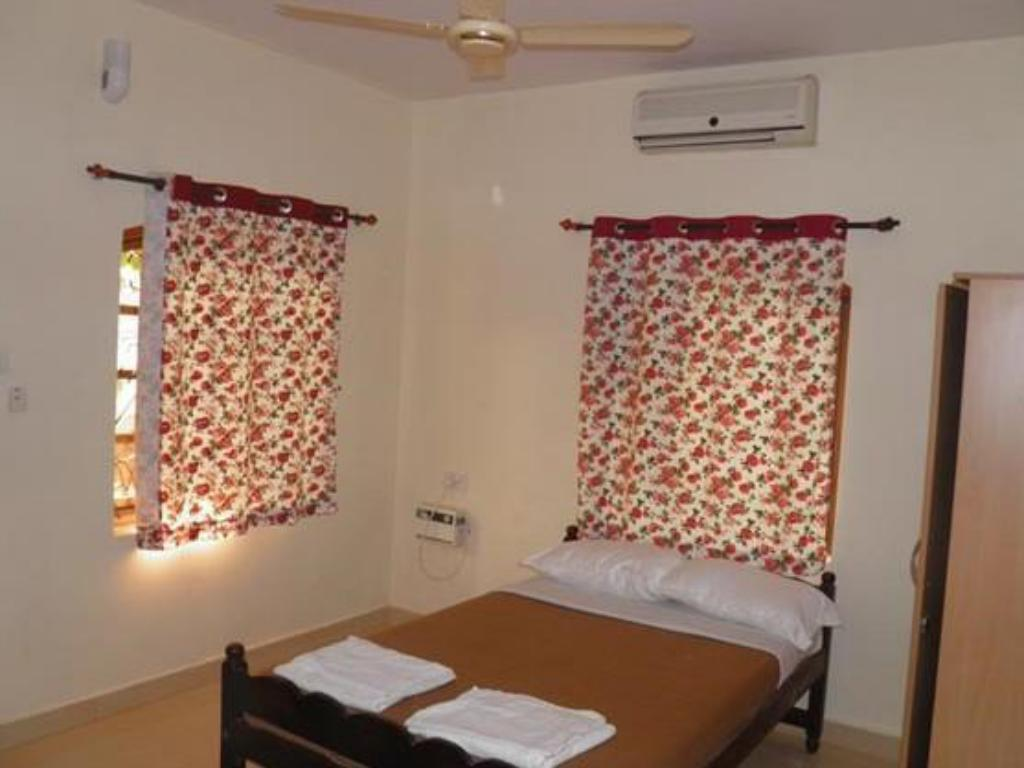 Standard Room - Guestroom The Crib Hotel
