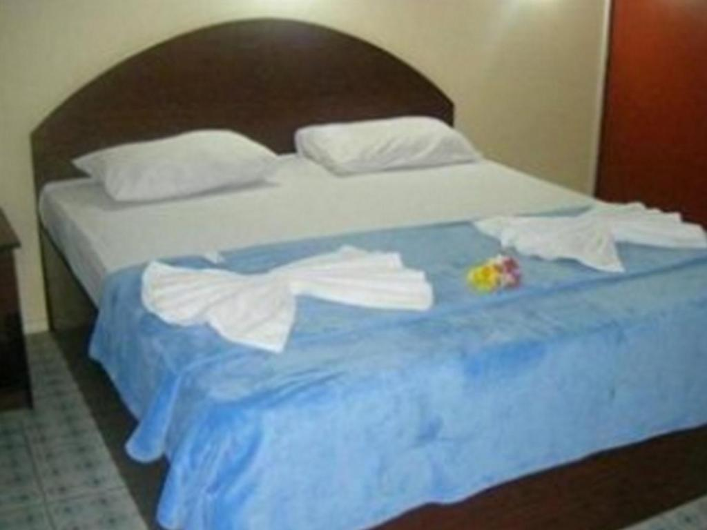 Deluxe Double with Pool View - Bed Fun World Plaza Hotel Fiji