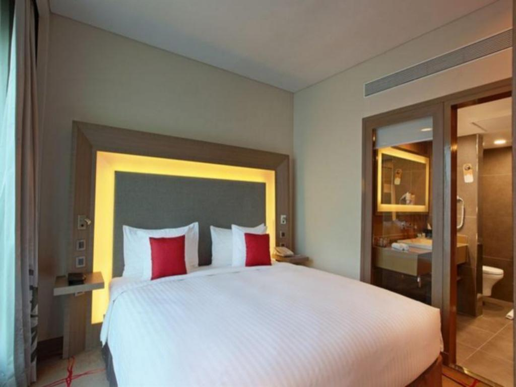 Superior King Bed Novotel Ahmedabad Hotel - An AccorHotels Brand