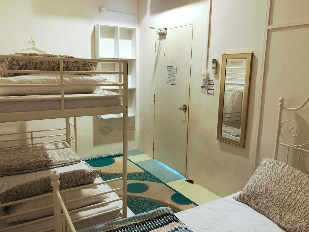 Triple Room - Bedroom Drop Inn Singapore