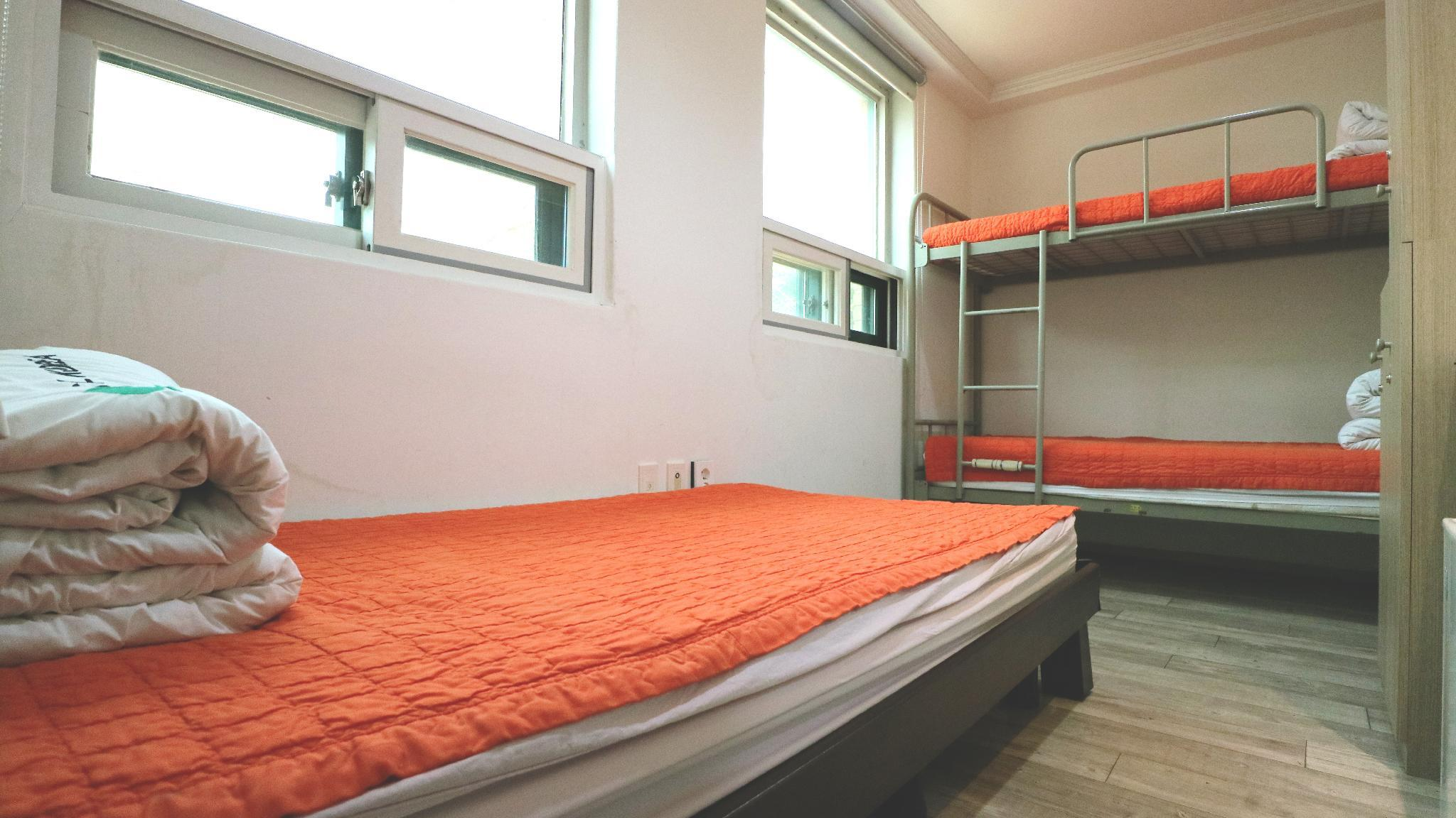 1 Person in 3-Bed Dormitory - Female Only