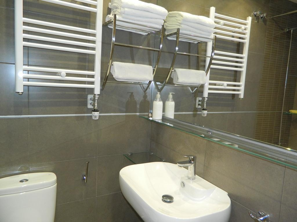 Single Room with Private Bathroom - View Hostal House