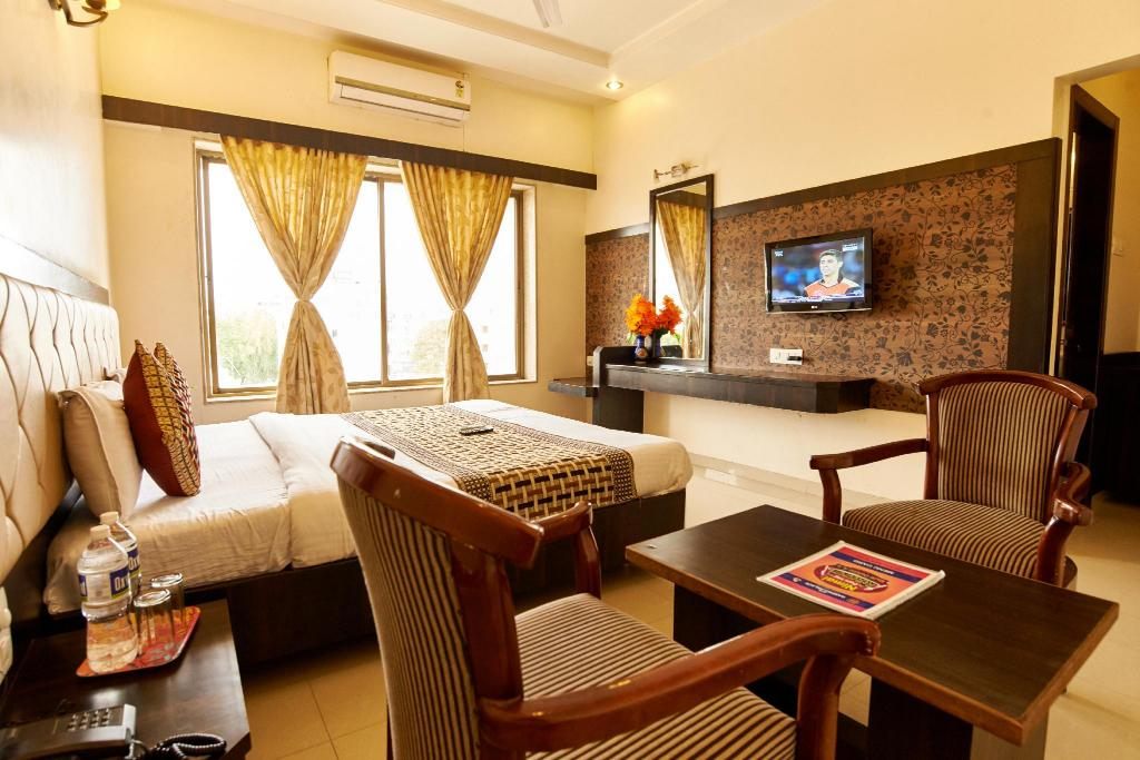 Double Bed Non-Air Conditioning Room - Room plan Hotel Ganpati Palace