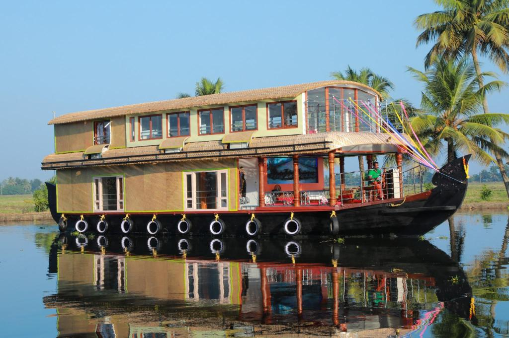More about Sreekrishna Houseboat
