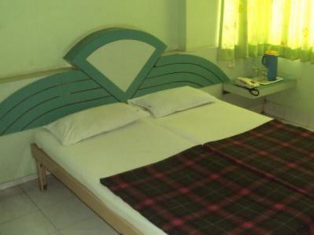 Air Conditioning Room Only - Guestroom Hotel Sai Raja