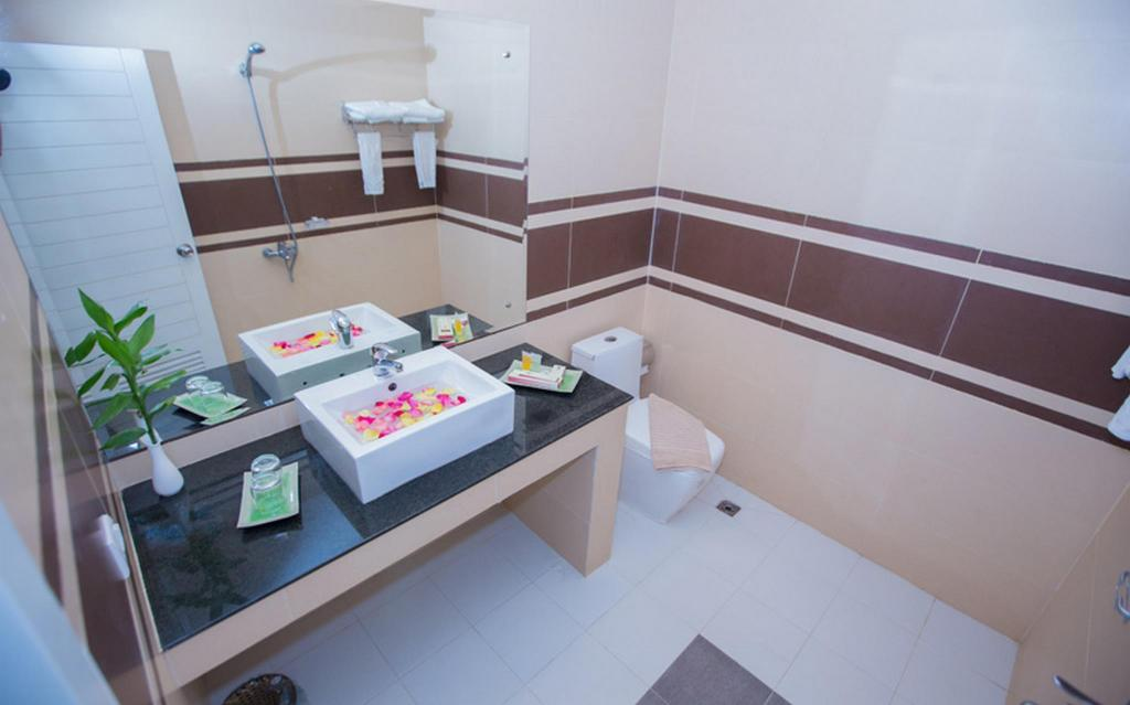 Superior Double - Bathroom Asia Tune Hotel