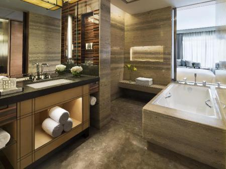 Deluxe Room, Guest room, 1 King or 2 Double - Bathroom JW Marriott Hotel New Delhi Aerocity
