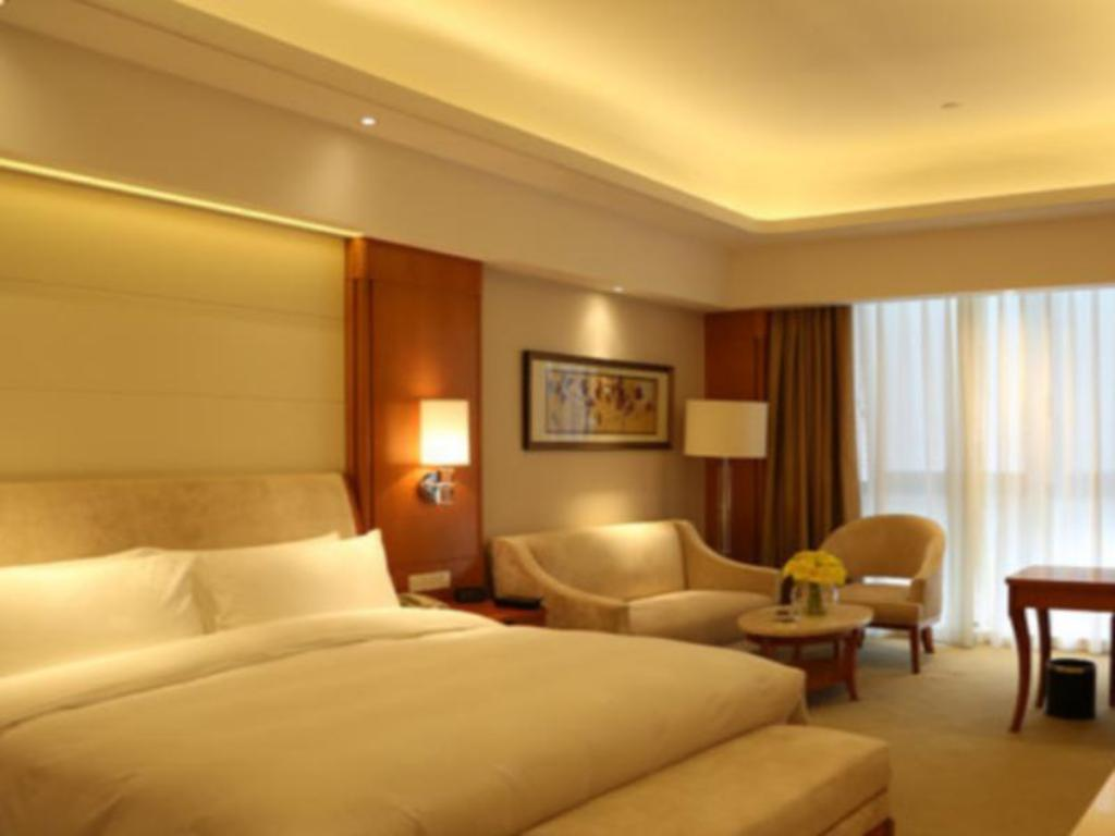 Superior King - Guestroom Lianyungang Hua Guo Mountain International Hotel