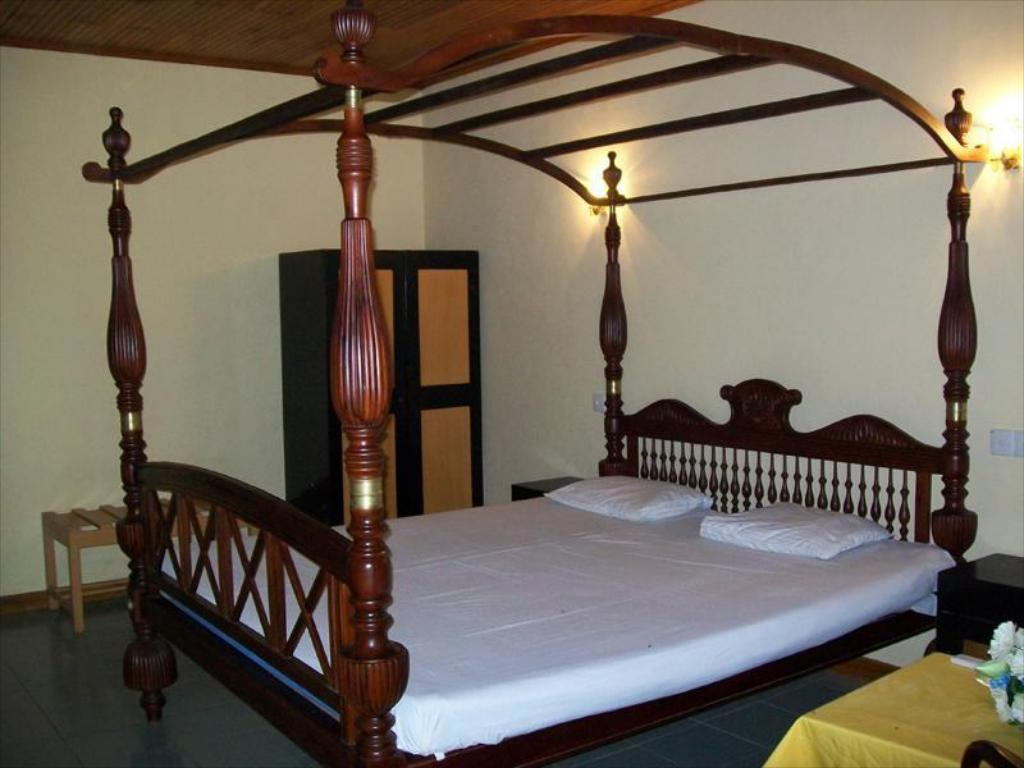 Deluxe Single Room with Balcony - Bed River View Hotel