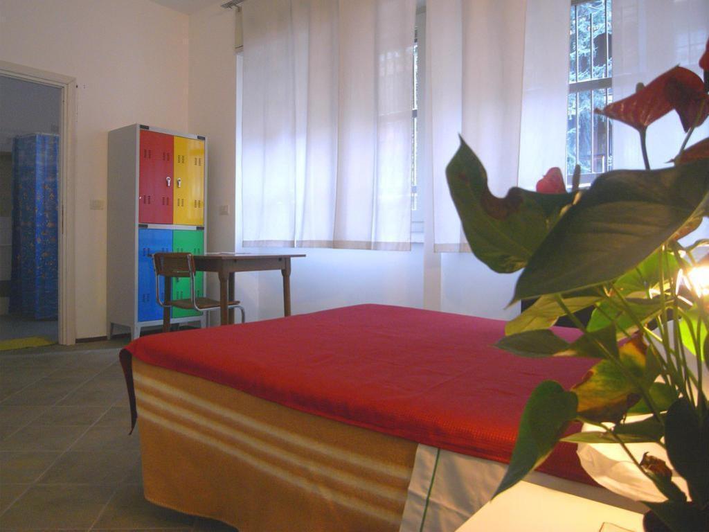 Etagenbett Luca Ii : Das hostel colours in mailand buchen