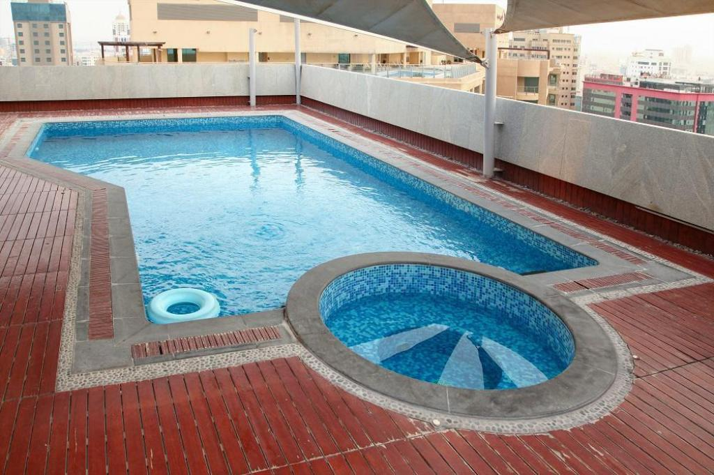 Swimming pool Al Nawras Tower