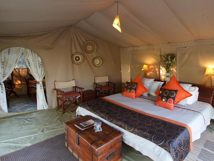Tenda de campanya de luxe amb llit tipus king súper o 2 llits individuals (Luxury Tent with Super King or Twin Beds)