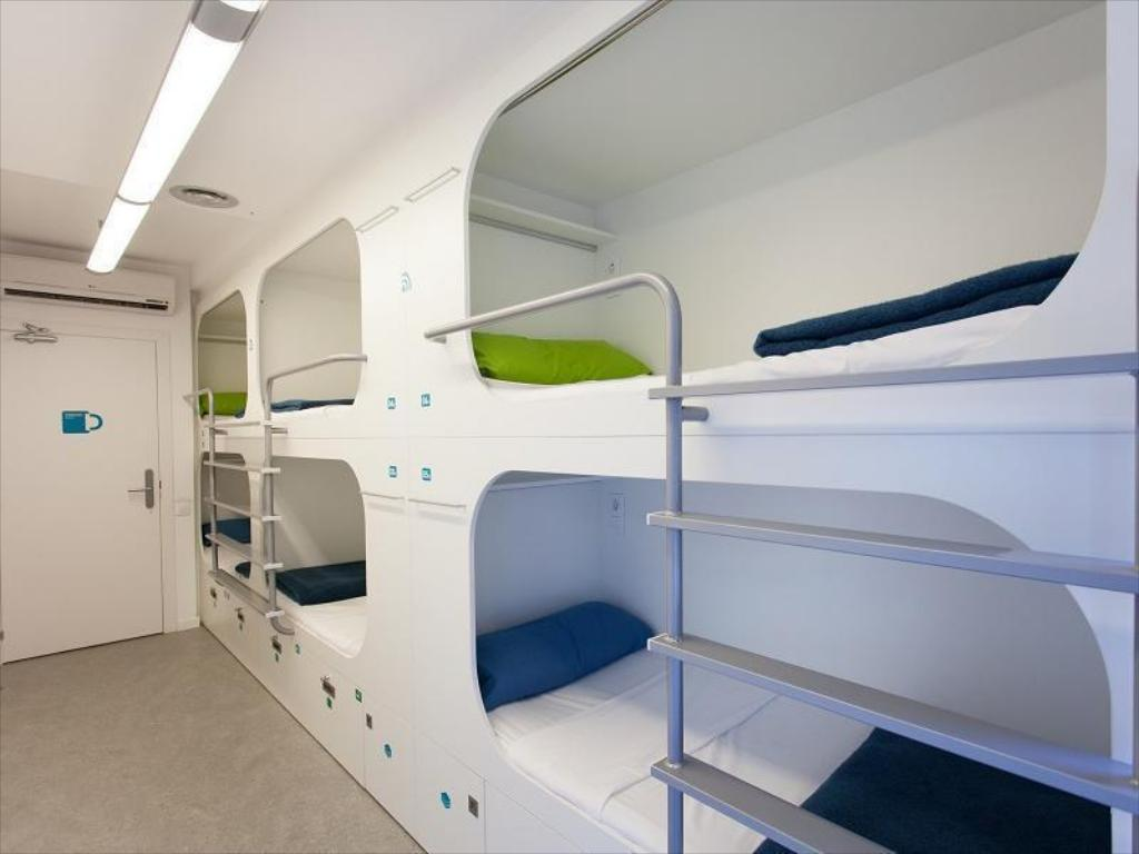 6-Bed Dormitory -- Mixed Dream Cube Hostel