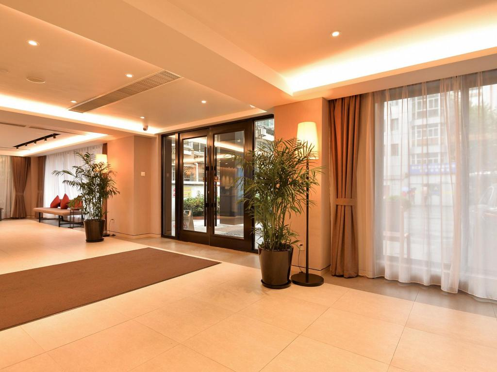 Interior view Home Inns Plus Shanghai Xujiahui Branch