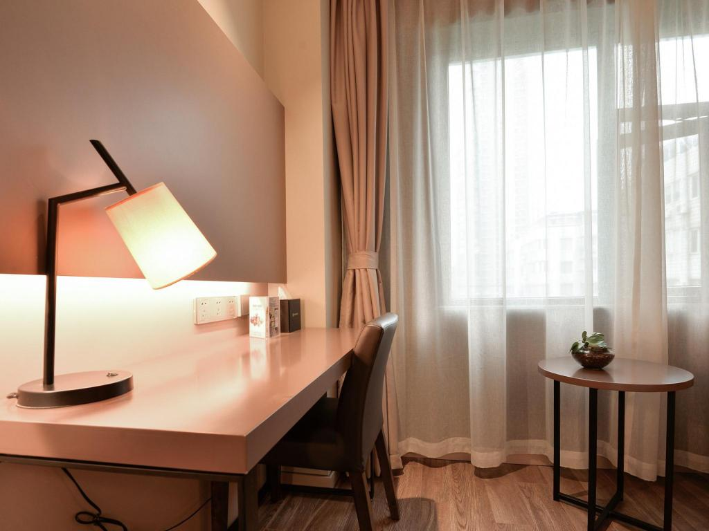 Selected Business Room - Desk Home Inns Plus Shanghai Xujiahui Branch