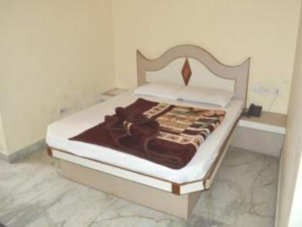 Standard Non AC Room - Guestroom Hotel Gush International