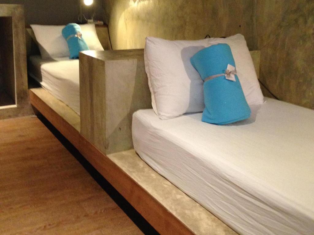 Triple Room with Shared Bathroom - Bed In a Box Hostel
