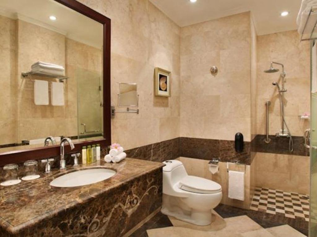 Badezimmer Doubletree by Hilton Hotel Dhahran