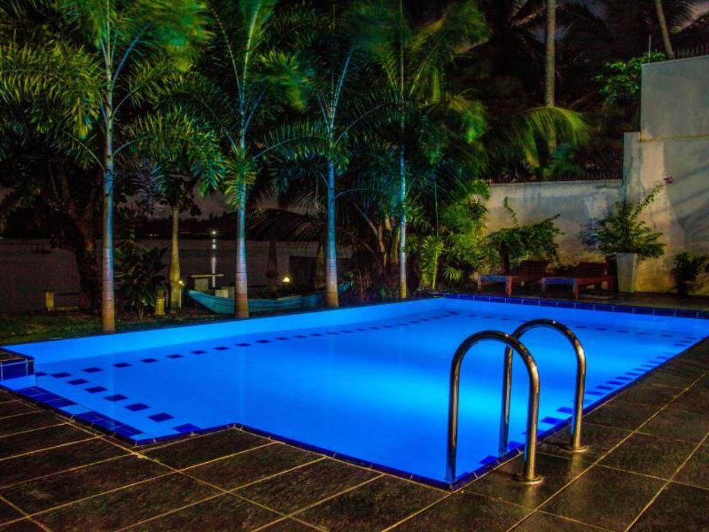 Swimming pool Riverbank Bentota Hotel