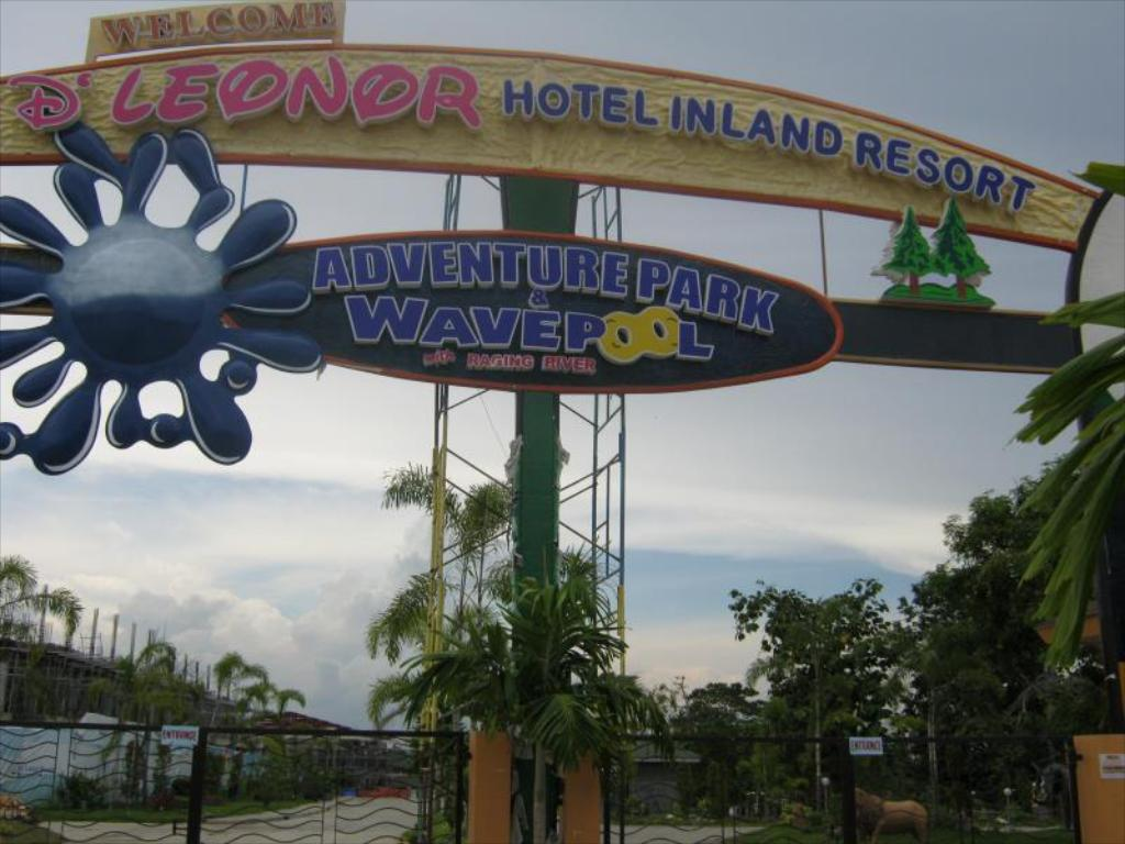 vhod D Leonor Inland Resort and Adventure Park