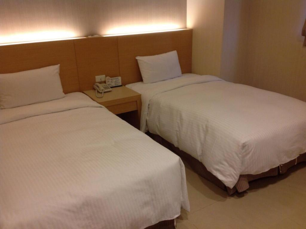 Twin - Bed Chih Feng Hotel
