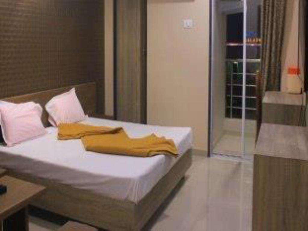 Deluxe Room - Bed Hotel Panchmurti