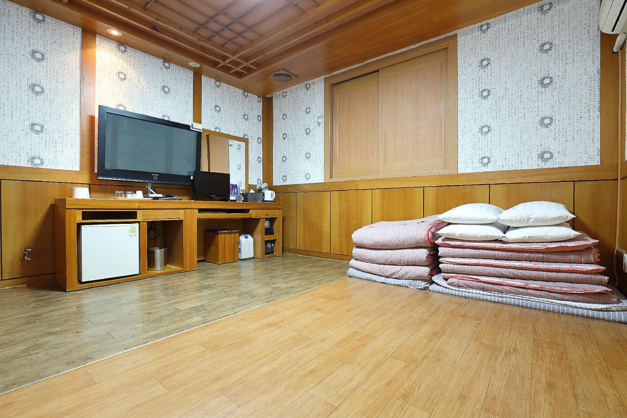 Soba s tradicionalnim korejskim ondolom (Korean Traditional Ondol Room)