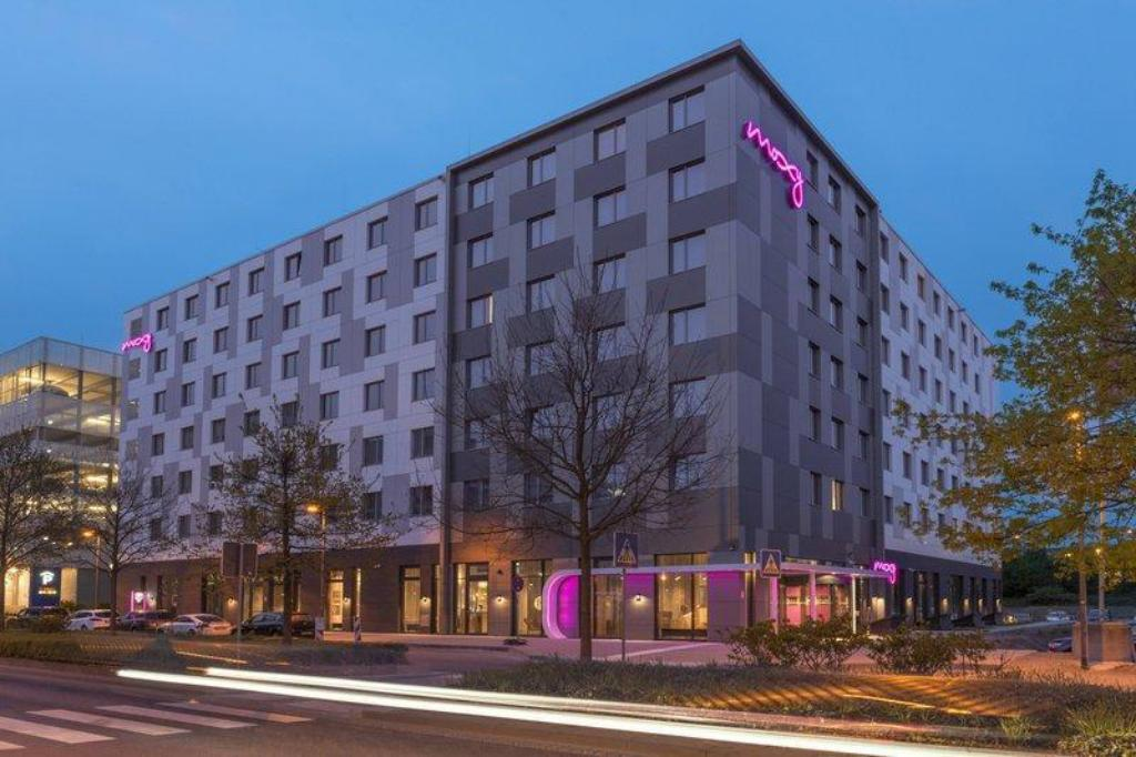 frankfurt airport hotels with free shuttle