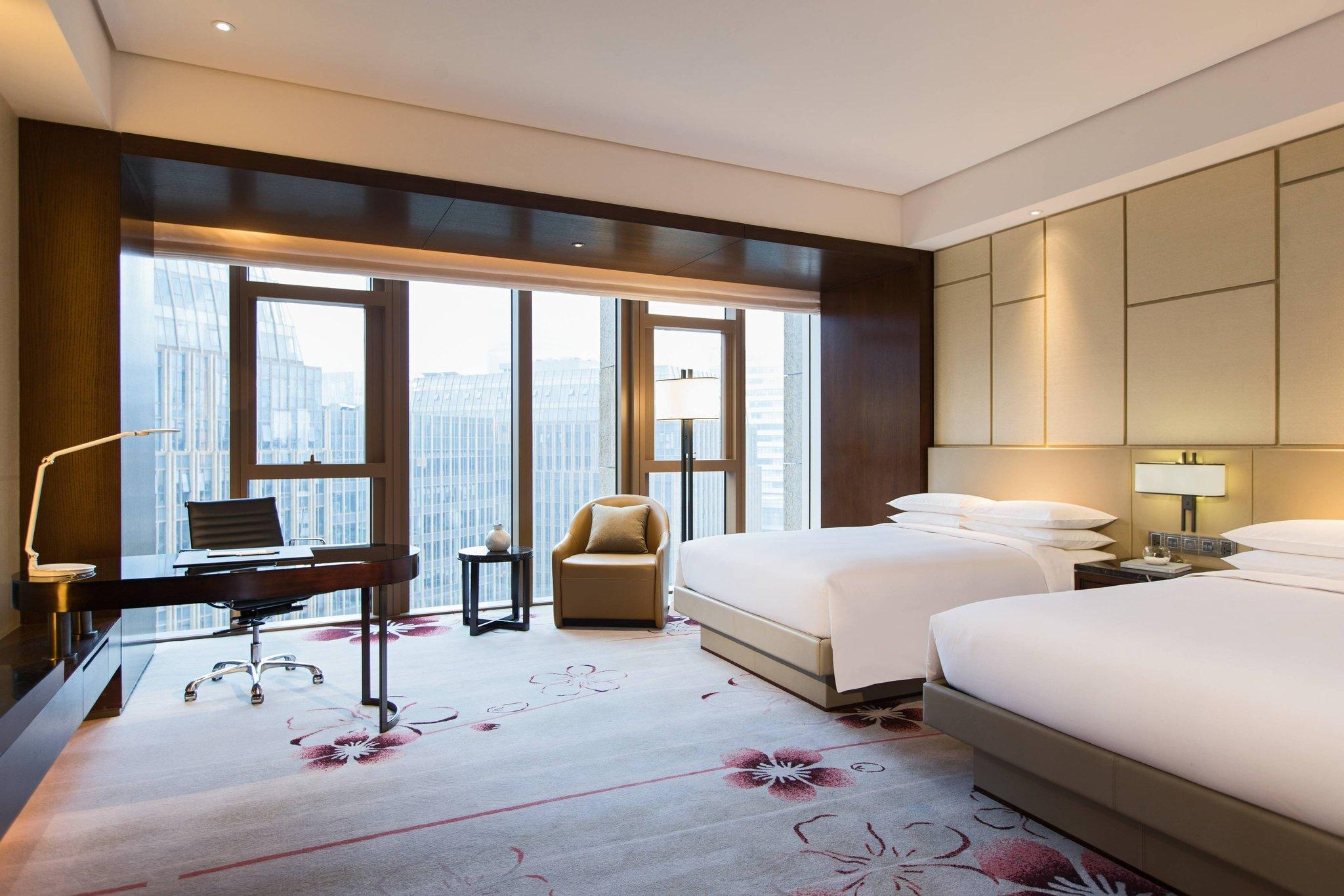 Club Room, Club lounge access, Guest room, 1 King, City view