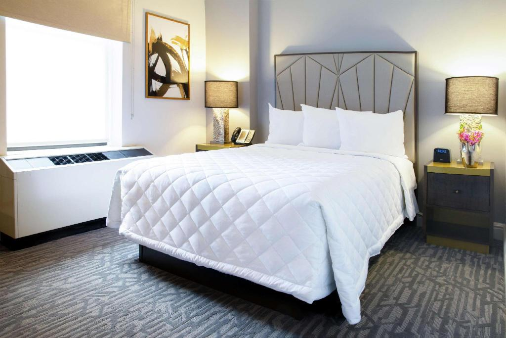 1 Double Bed - Guestroom Martinique New York on Broadway, Curio Collection by Hilton