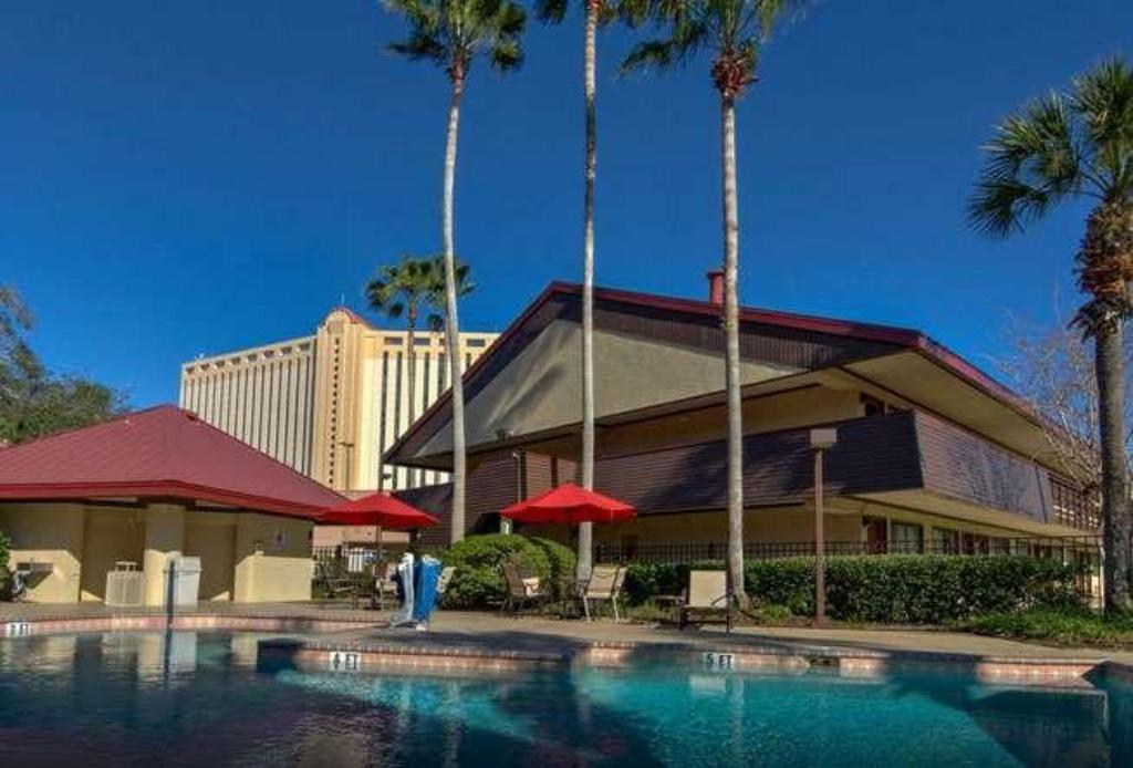 Swimming pool [outdoor] Midpointe Hotel by Rosen Hotels & Resorts