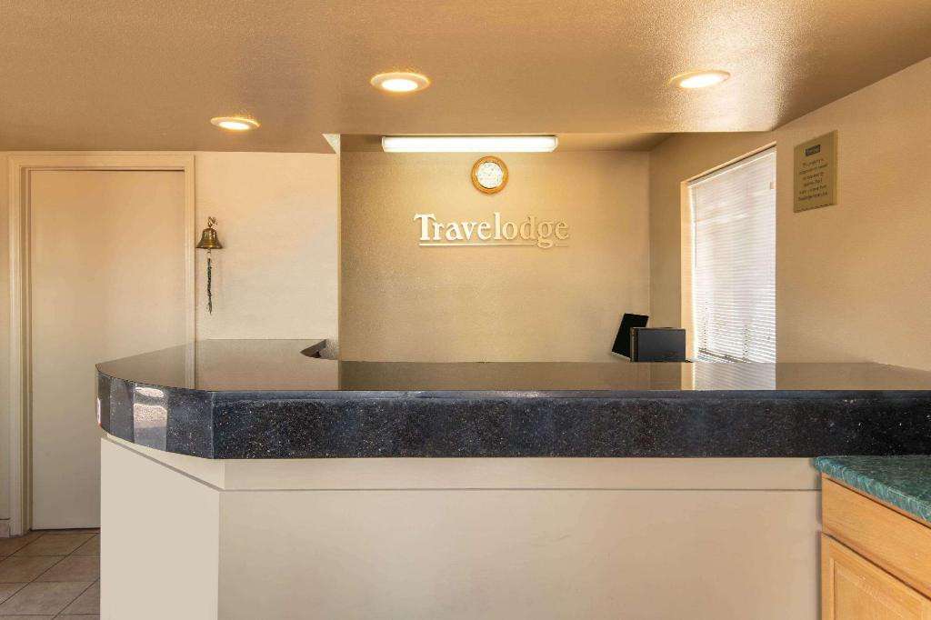 Lobby Travelodge by Wyndham Kingman