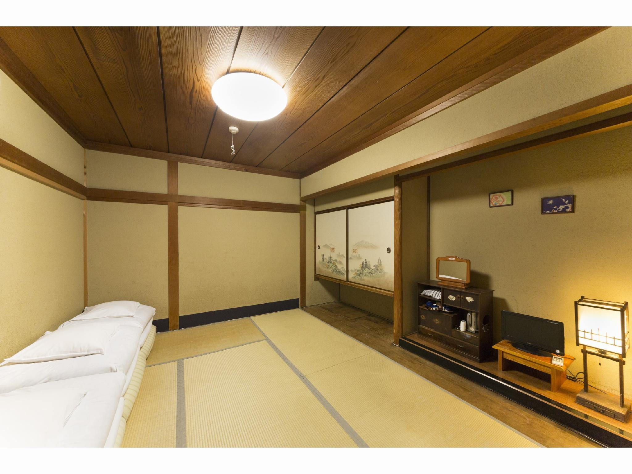 三人房 - 需共用衛浴 (Triple Room Shared Bathroom)