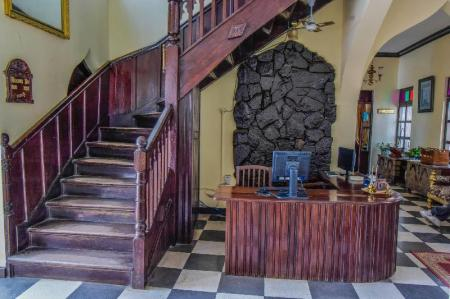 Lobby Tembo House Hotel And Apartments