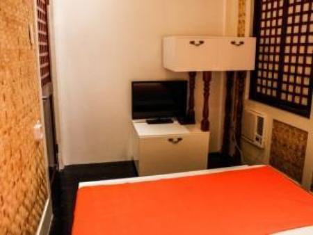 Couple's Deluxe Room (Shared Bathroom) Orange Mangrove Pension House