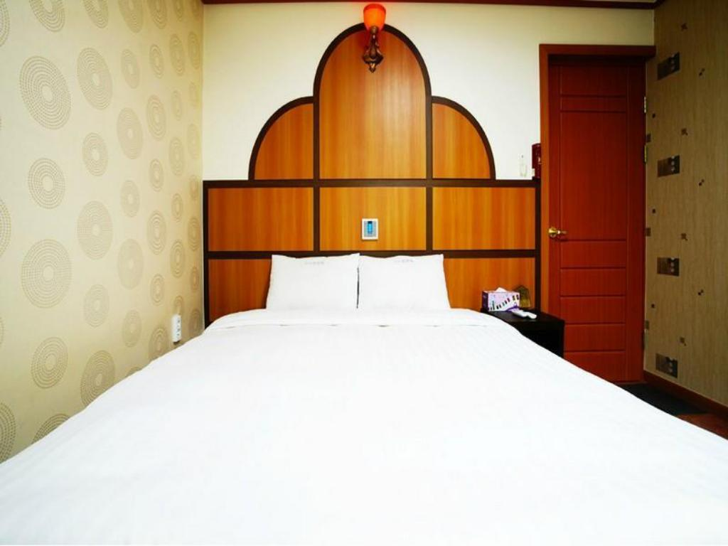 Superior Double Bed Room - Bed I Zone Hotel