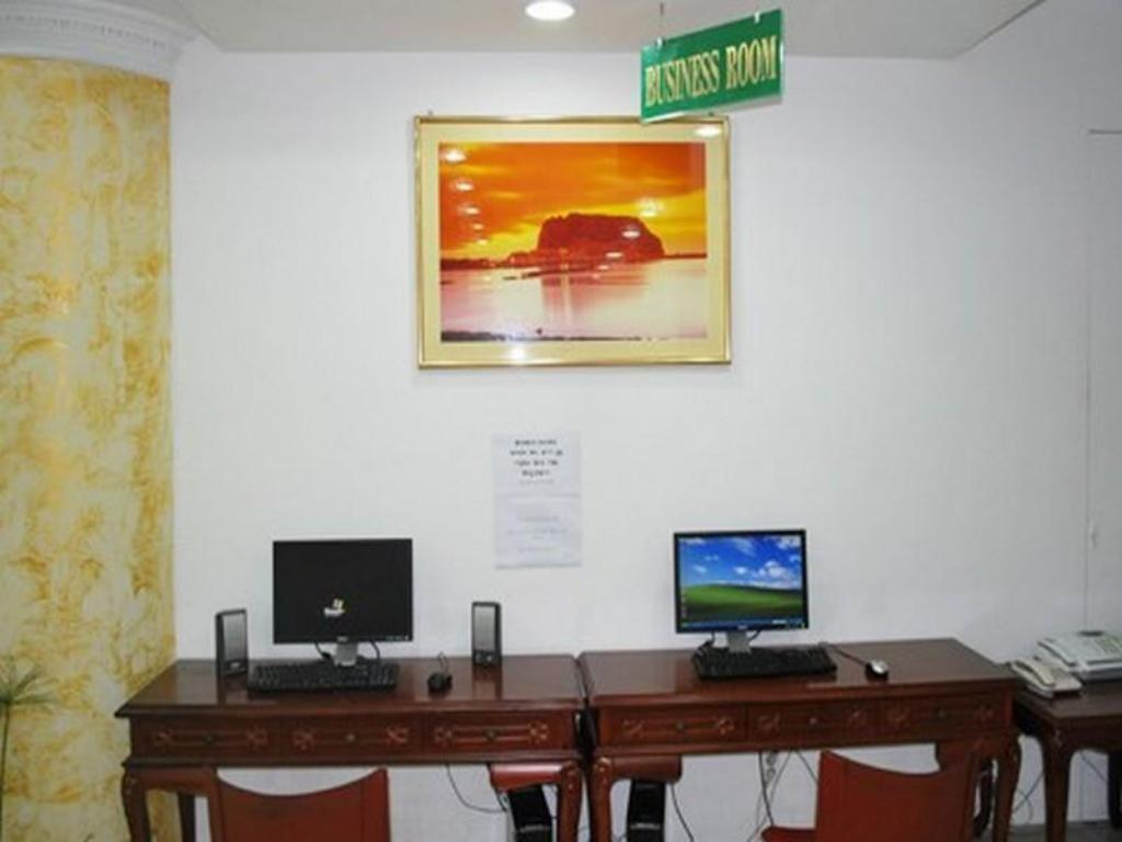Business center Sunland Hotel