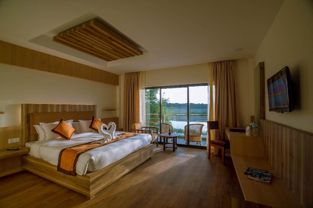 Deluxe Double River view - Guestroom
