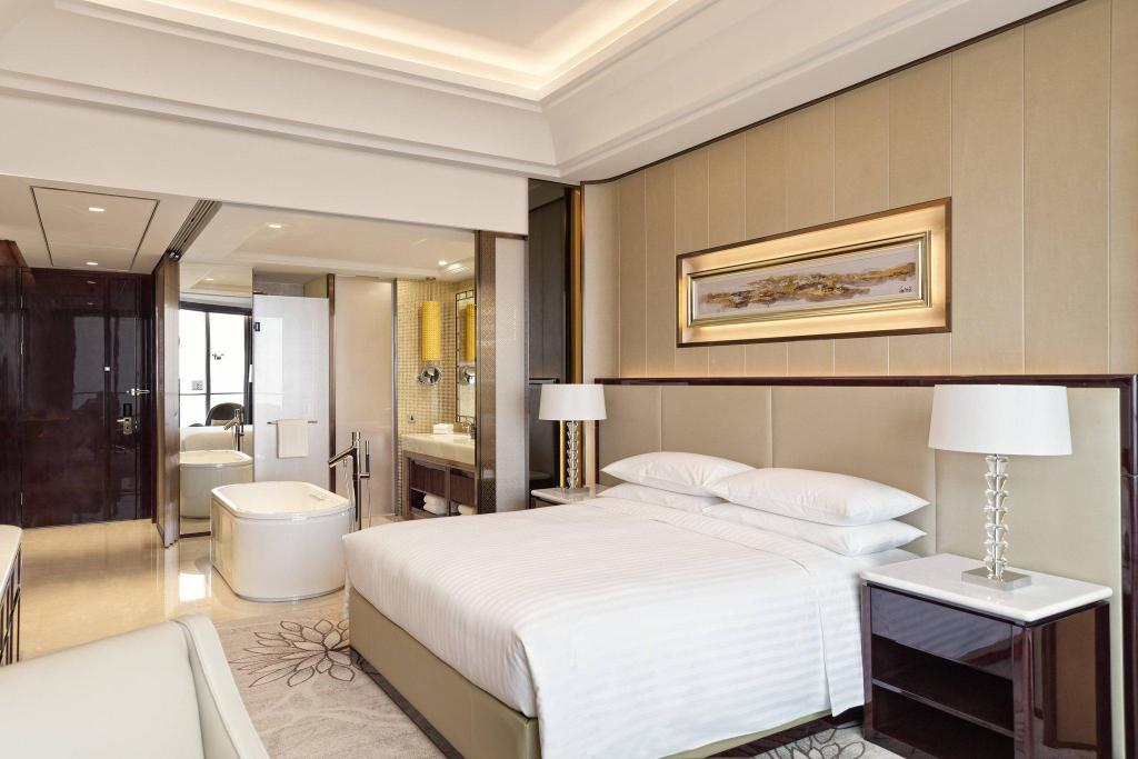 Deluxe Guest room, 1 King - кровать Yiwu Marriott Hotel
