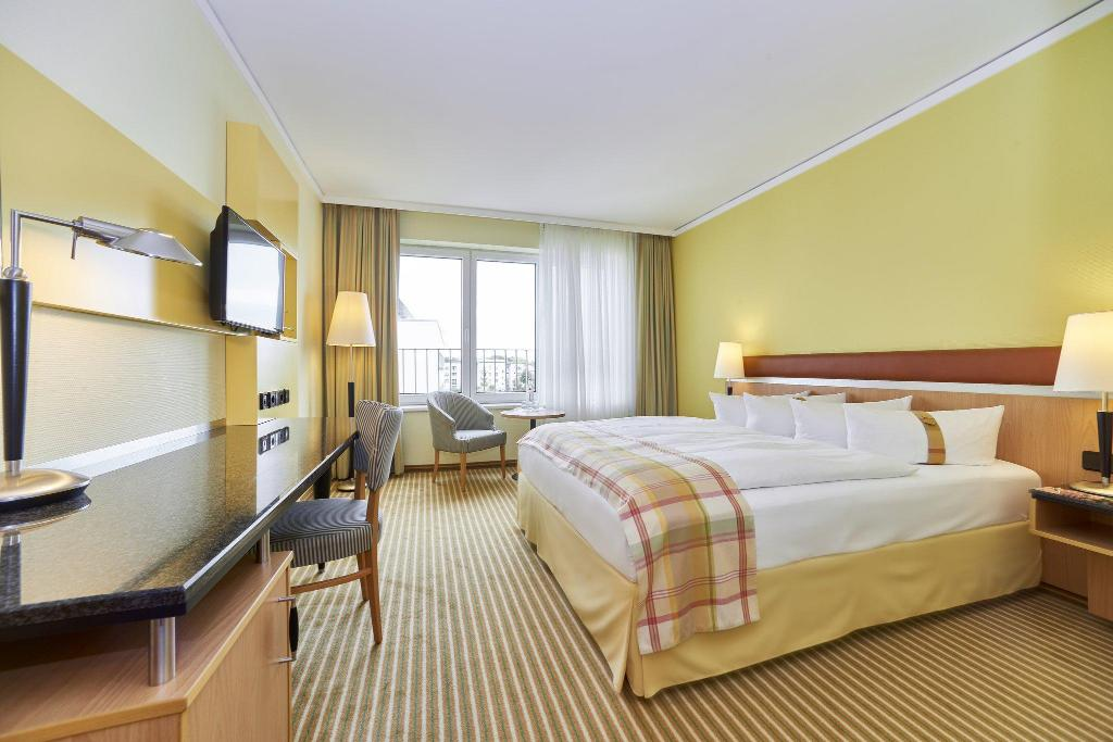 Best Price On Holiday Inn Berlin Airport Conference Centre