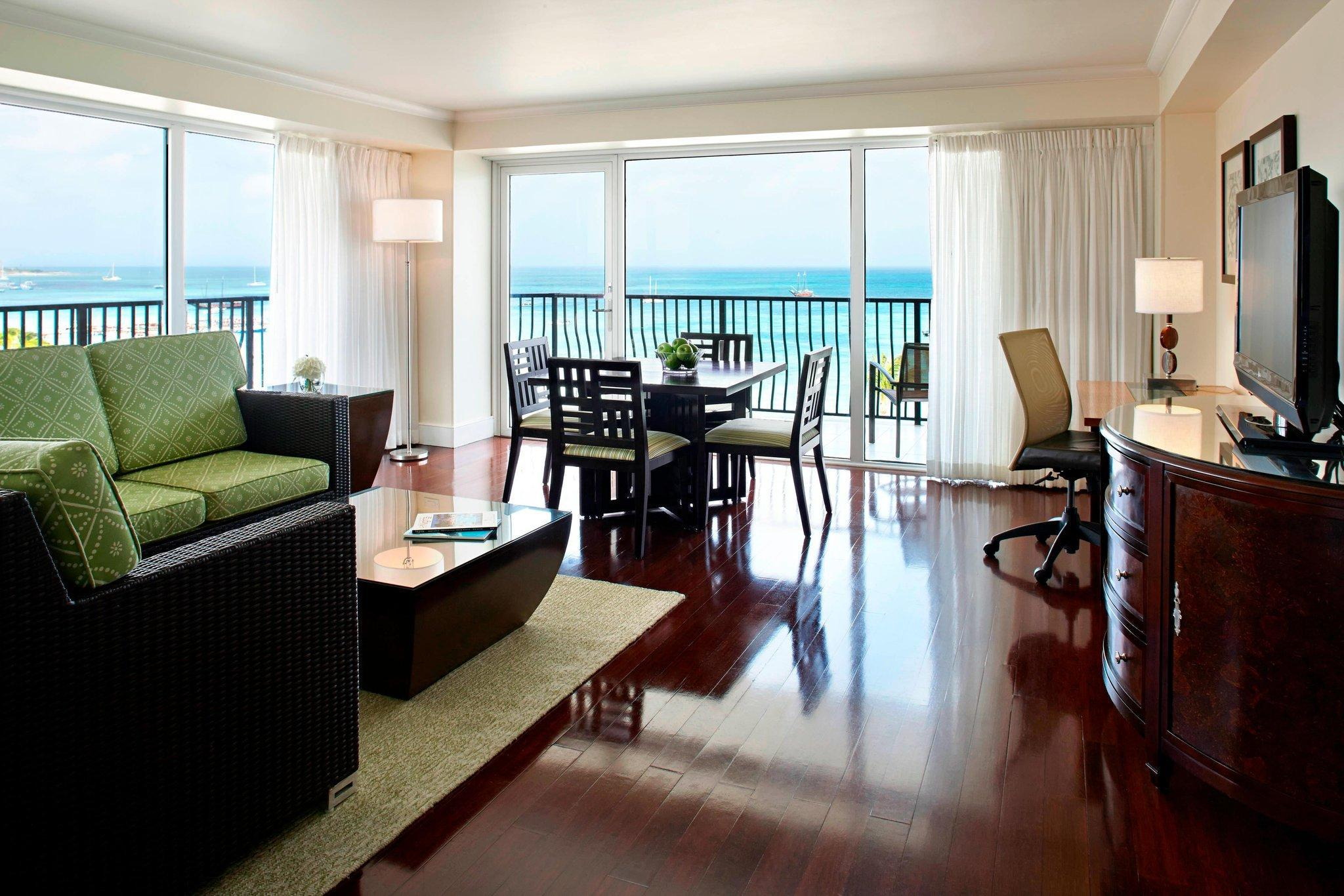 Tradewinds Governor su, Club level, 1 Bedroom Larger Suite
