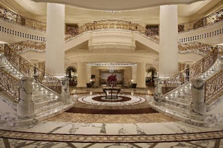 Лоби Habtoor Palace LXR Hotels & Resorts