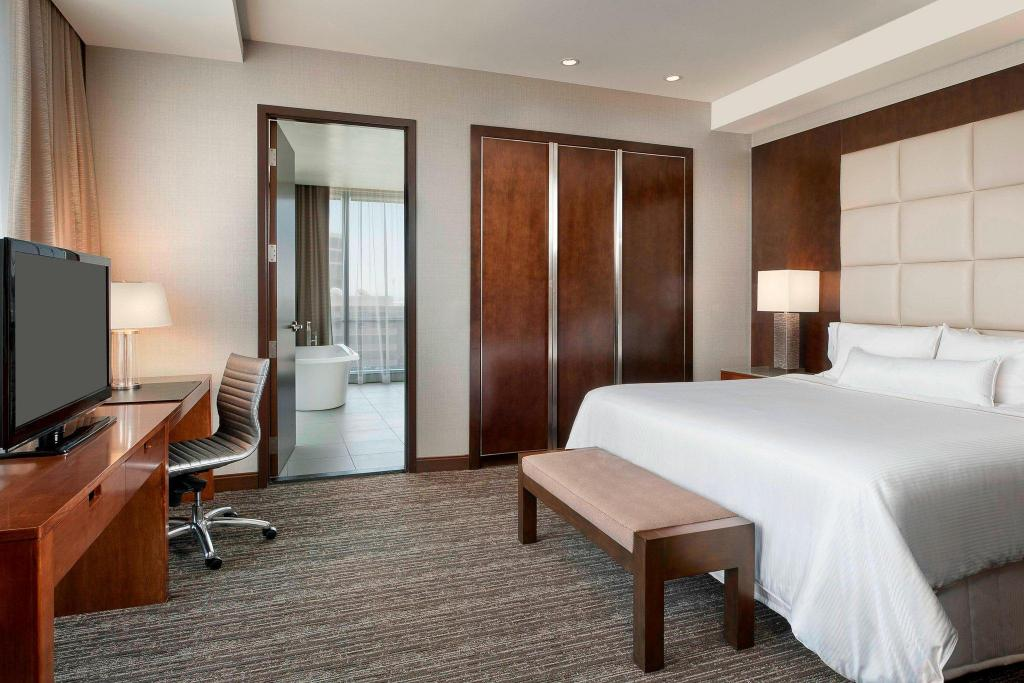 One-Bedroom Suite, Club level, Executive Suite, 1 King - Bed