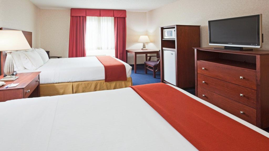 2 Queen Hearing Accessible Non-Smoking Holiday Inn Express Deforest