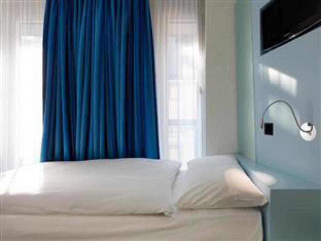Single Room- Non-Smoking - Suite room Hotel Cristal Design