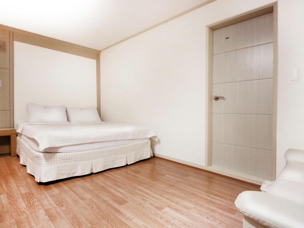 Standard Room - Guestroom Hotel Orange
