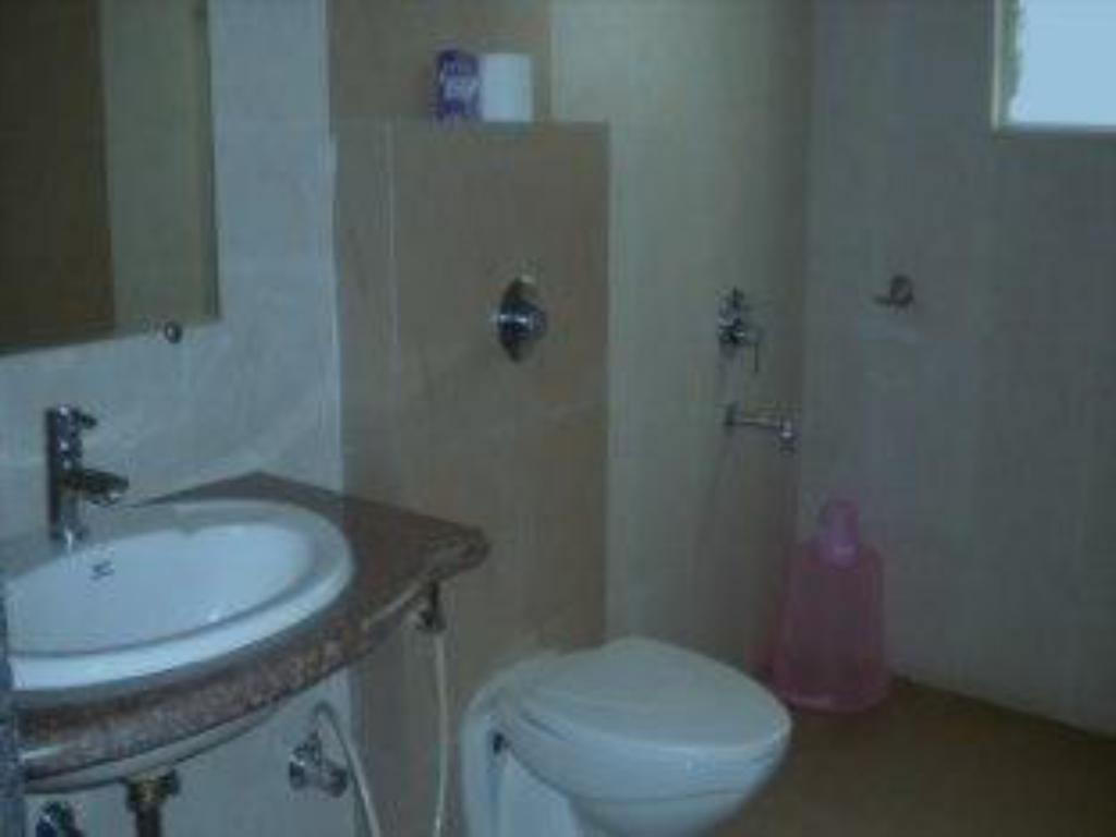 Bathroom Iprass Service Apartment-Baner
