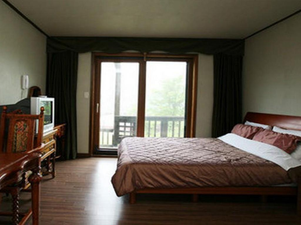 Standard Double Bed Room - Guestroom Chalet Resort