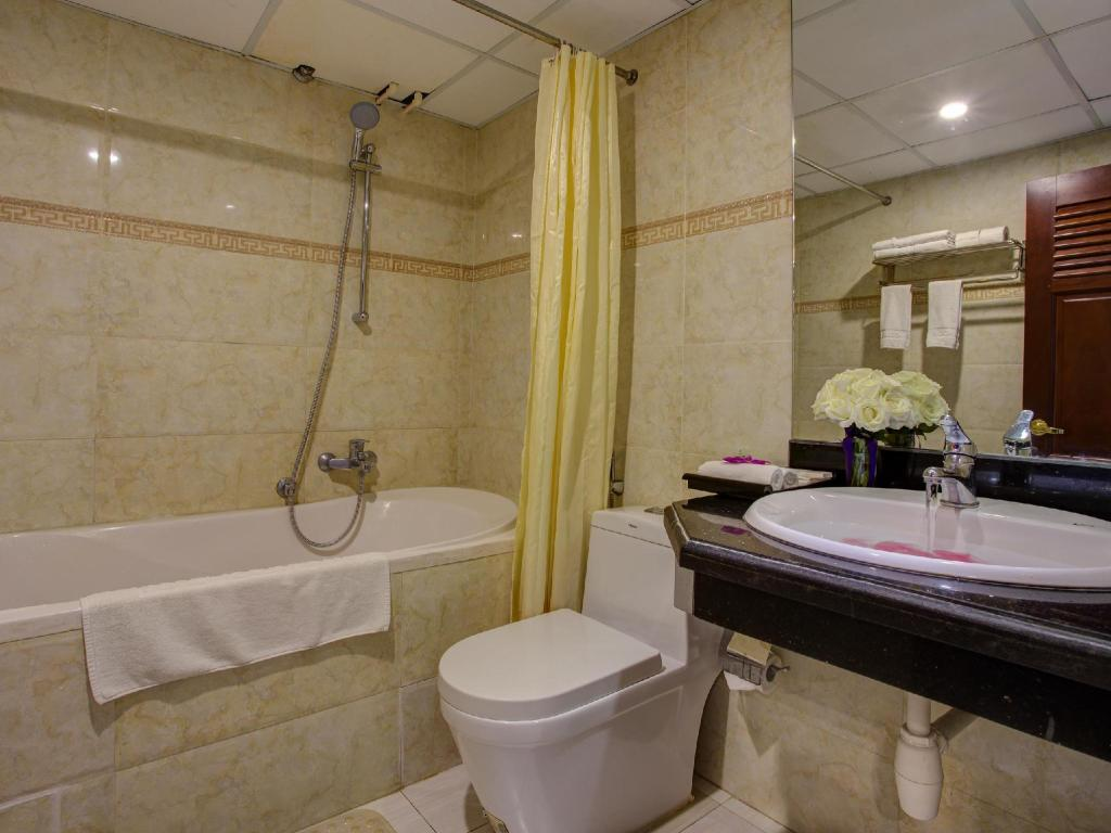 Family Connecting Room - Bathroom