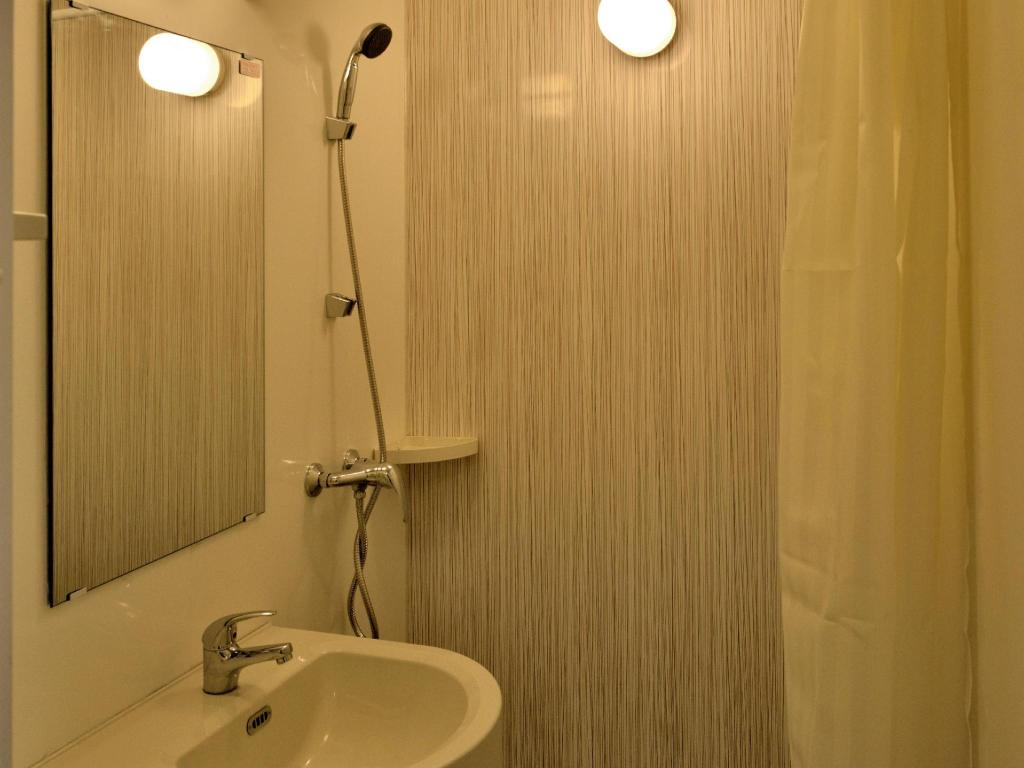 Bathroom Zodiak Hotel MT Haryono